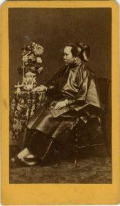 ANONIMO - DONNA CINESE SEDUTA, [Cina, 1865]