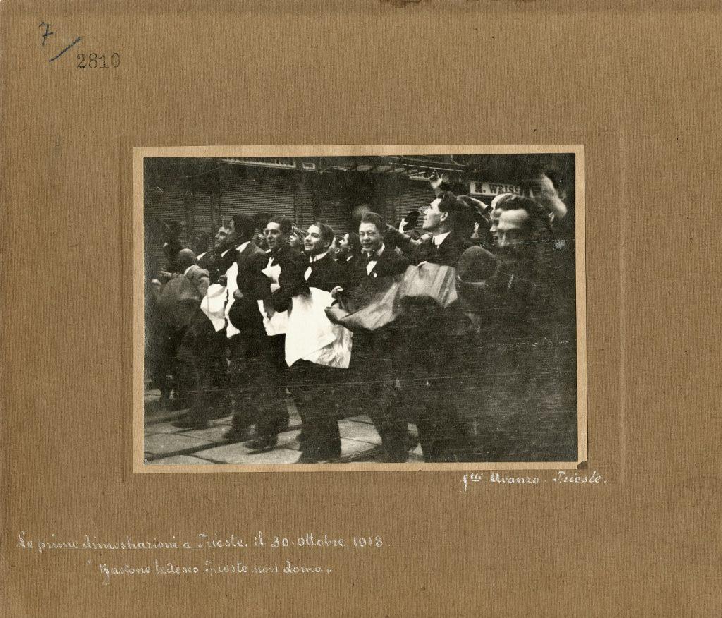 Fratelli Avanzo, Le prime dimostrazioni a Trieste, 30 ottobre 1918, F2810