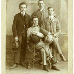 Guido Corsi con tre amici