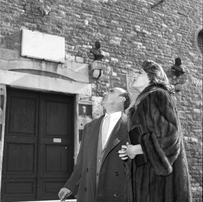 Ugo Borsatti, Sofia Loren con Marcello Mascherini, 1955, UB NP3655_57