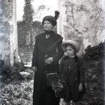 Donna con bambina a Nabresina