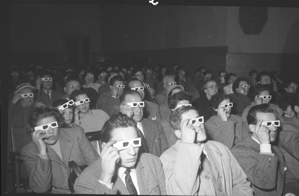 Giornalfoto, Cinema nazionale:pubblico con gli occhiali in 3D, 1953, GF NP 738_75992