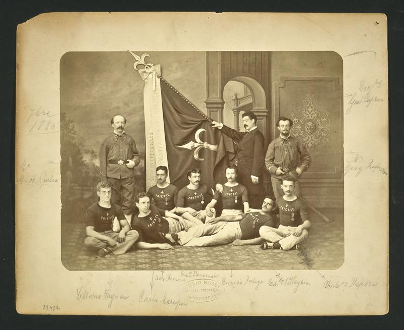 Gruppo di soci sportivi dell'Associazione triestina di ginnastica : 7 ottobre 1880 / Giulio Rossi Pitt. Fotografo