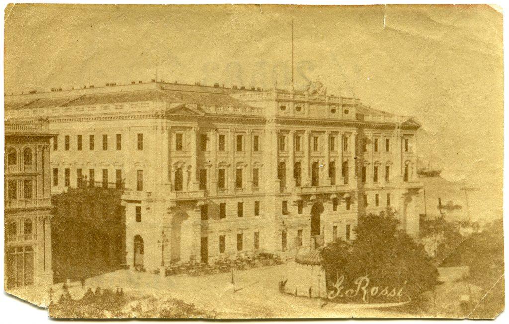 Palazzo del Lloyd e Caffè orientale : Piazza grande / G. Rossi